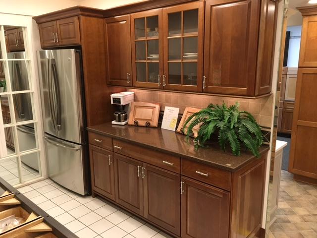 Showroom Display Cabinets & Countertops - Modern Kitchens